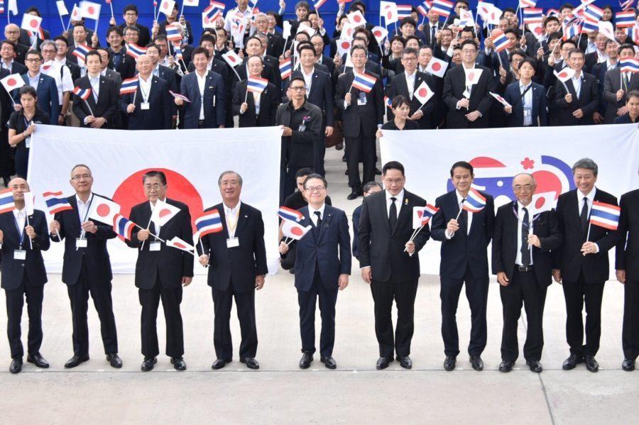 นายฮิโรชิเกะ เซโกะ รัฐมนตรีว่าการกระทรวงเศรษฐกิจการค้าและอุตสาหกรรมญี่ปุ่น
